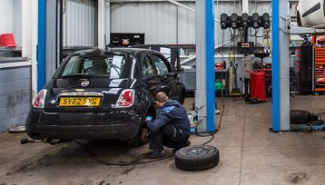 Servicing and MOT image