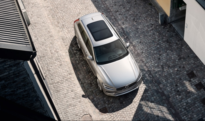 Birds eye view of the Volvo V90 with the panormic roof